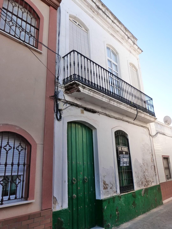 ENCANTADORA VIVIENDA EN EL CASCO ANTIGUO DE ISLA CRISTINA