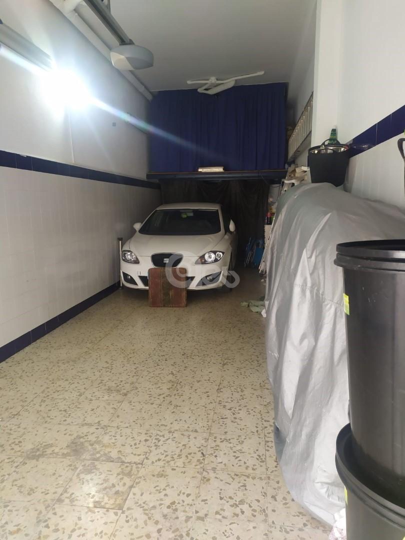 Amplio garaje en Ronda Norte!
